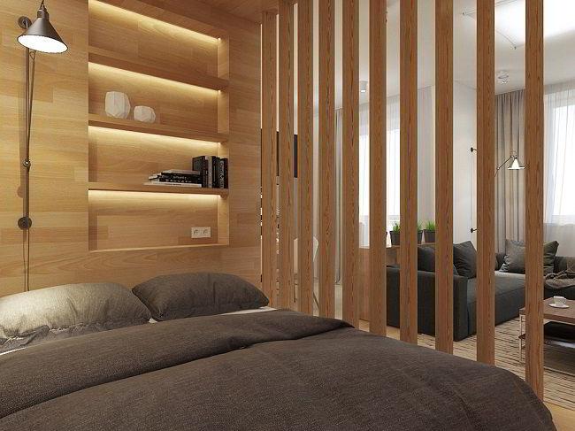 Divisória de madeira separando quarto de sala.