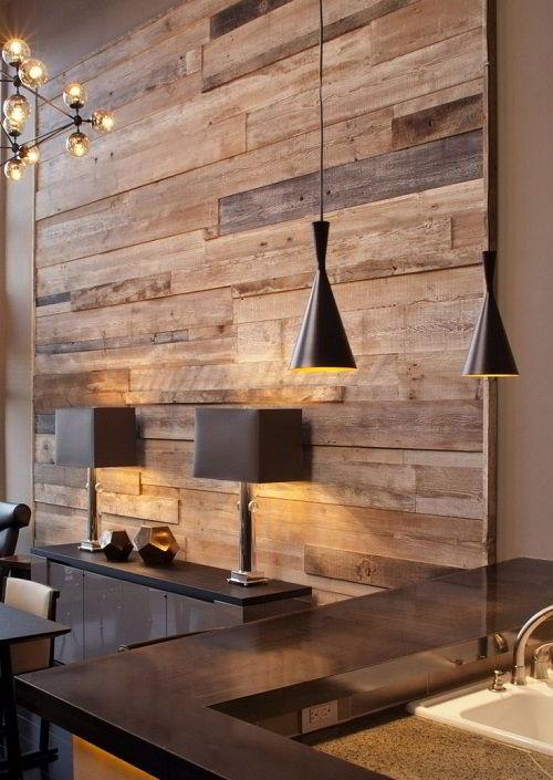 Parede de madeira em decoração aconchegante e sofisticada.