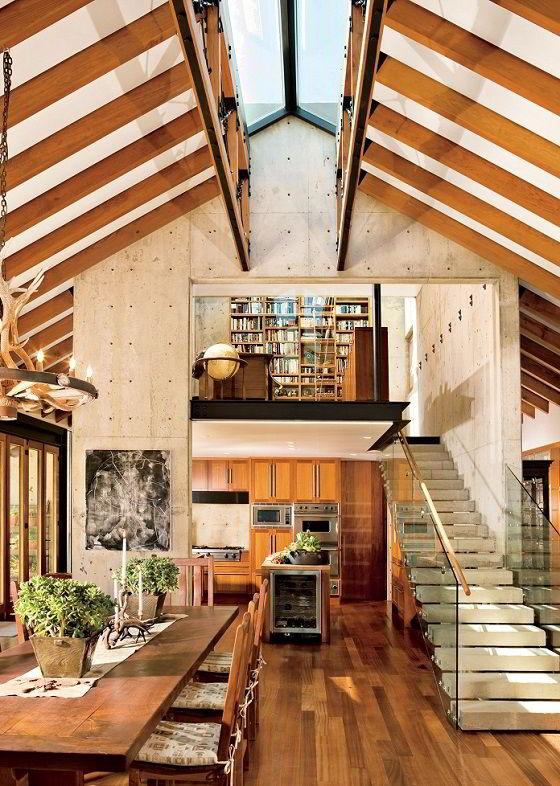 Ambiente lindamente decorado com madeira, com parede em concreto.