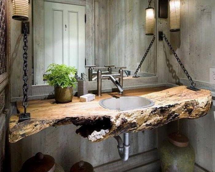 Balcão de pia de banheiro em madeira rústica é uma bela maneira de apostar na decoração com madeira.