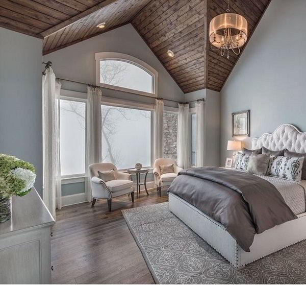 Quarto de madeira elegante com impressionante teto feito de madeira cedro.