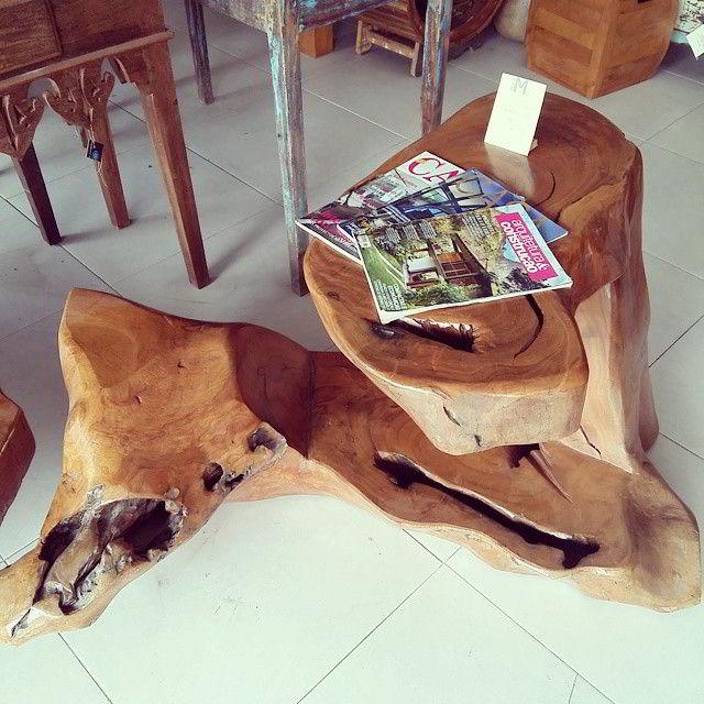 Escrivaninha super criativa de madeira pequiá rústica.