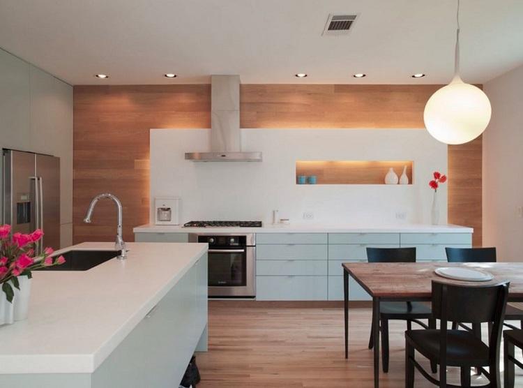 Os painéis de madeira também ficam ótimos em paredes de cozinha.