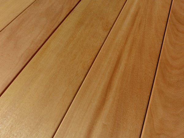 A madeira garapeira é uma escolha popular para madeiramento de telhados.