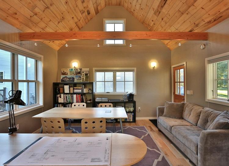 Forro de madeira pinus em sala de estar.