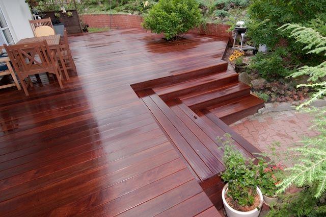 Deck externo de madeira massaranduba.