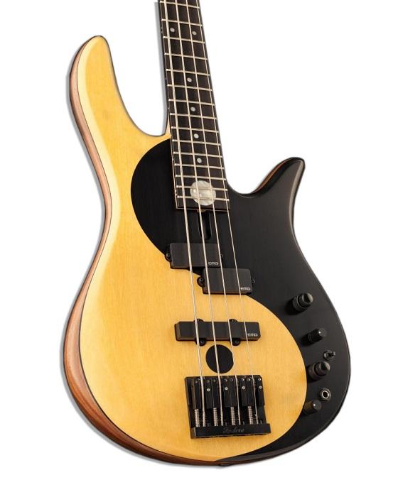 Guitarra com tampo de madeira pau-amarelo.