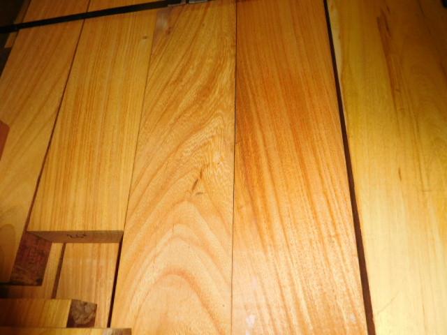 Tábuas para deck de madeira pau-amarelo.